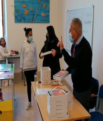 """Consegna dei Tablet agli allievi del Liceo Artistico Regionale """" C.M.Esposito"""""""